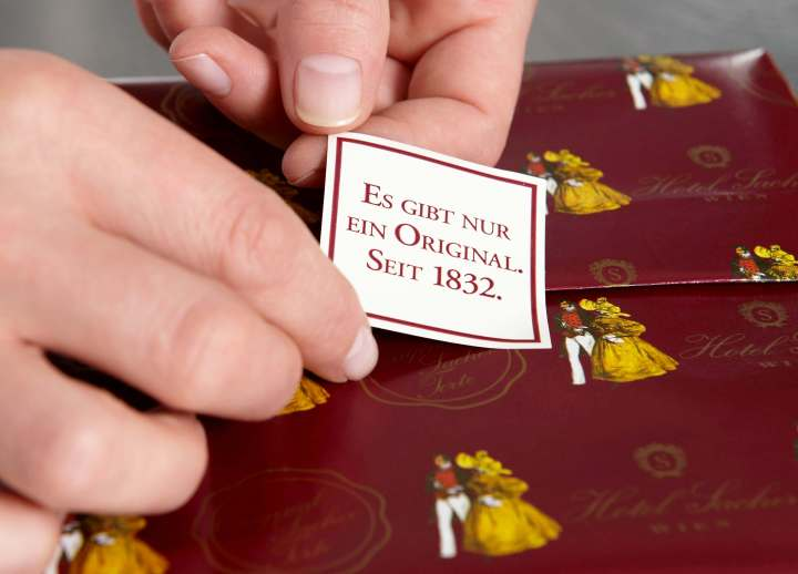 Original-Sacher-Torte-Verpacken-13.jpg