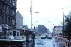 700px-Berlin_-_Checkpoint_Charlie_1963