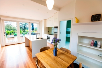 Garden Apartment Kitchen and Dining Area. Credit - Geoff Magee. Courtesy Sydney Harbour Federation Trust