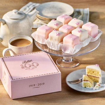fondant-fancies-box-of-9-2000428-1